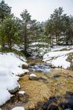 Montañas Nevado con el río en Madrid. Foto de archivo libre de regalías