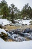 Montañas Nevado con el río en Madrid. Imágenes de archivo libres de regalías