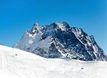 Montañas Nevado en día soleado Imágenes de archivo libres de regalías