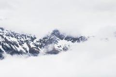Montañas Nevado en las montañas Fotos de archivo