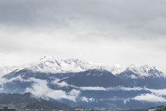 Montañas Nevado en las montañas Imagen de archivo libre de regalías