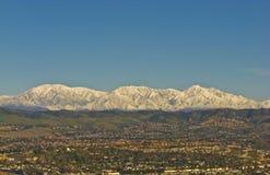 Montañas Nevado San Bernardino durante invierno Foto de archivo libre de regalías