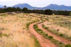 Montañas New México del amnd de la carretera con curvas Fotografía de archivo