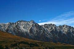 Montañas notables queenstown Imagenes de archivo