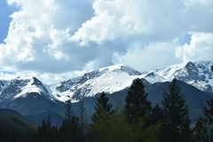 Montañas nubladas Fotos de archivo libres de regalías