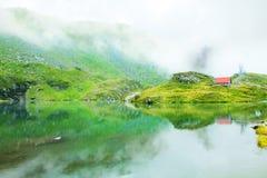 Montañas nubladas Foto de archivo libre de regalías