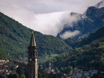 Montañas nubladas Imagenes de archivo