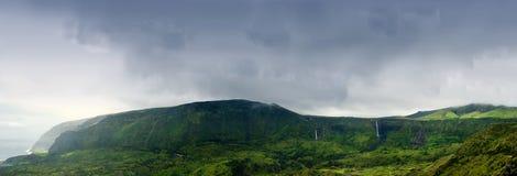 Montañas nubladas de Flores, islas de los acores Fotos de archivo libres de regalías