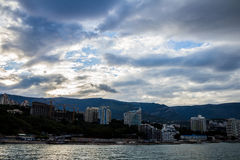 Montañas por el mar, Yalta, Crimea Imagen de archivo libre de regalías