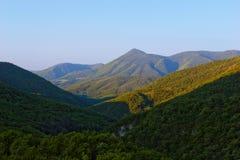 Montañas por la mañana Fotos de archivo libres de regalías