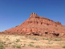 Montañas que desmenuzan en el desierto foto de archivo