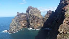 Montañas que encuentran el océano en Madeira Fotos de archivo
