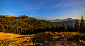 Montañas Raraul Rumania Imagen de archivo libre de regalías