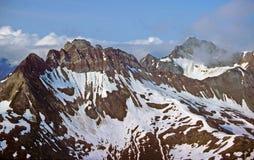 Montañas raspadas glaciales imagenes de archivo