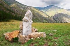 Montañas, rocas y ídolo. Fotografía de archivo
