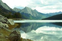 Montañas rocosas Fotos de archivo libres de regalías