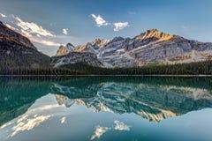 Montañas rocosas canadienses Autumn Reflection fotografía de archivo libre de regalías