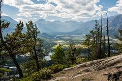 Montañas rocosas canadienses Parque nacional de Banff Cloudscape rural Imagen de archivo libre de regalías