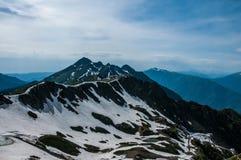 Montañas rocosas Naturaleza del Cáucaso Foto de archivo