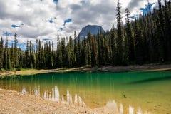 Montañas rocosas Parque nacional de Yoho, lagos ocultados Imagen de archivo