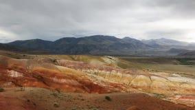 Montañas rojas hermosas de Altai Reserva natural de la montaña Altai Paisaje hermoso con las rocas rojas almacen de video