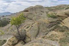 Montañas, ruinas antiguas y paisaje de las rocas Fotos de archivo