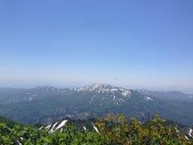 Montañas sacadas el polvo nieve Imagenes de archivo