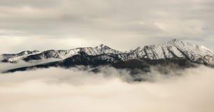 Montañas sobre las nubes Fotografía de archivo libre de regalías