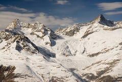 Montañas sobre Zermatt Fotos de archivo