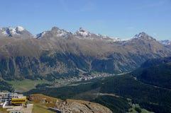 Montañas suizas: Debido al cambio de clima que los glaciares están derritiendo imagen de archivo libre de regalías
