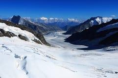Montañas suizas: el Aletsch-glaciar más grande de Europa de visión imágenes de archivo libres de regalías