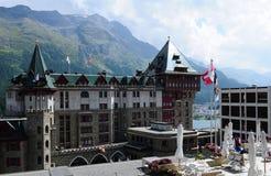 Montañas suizas: El hotel legendario del palacio de Badrutt en St Moritz imágenes de archivo libres de regalías