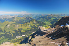 Montañas suizas en verano Fotografía de archivo libre de regalías