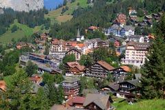 Montañas suizas: Pueblo de montaña de Wengen en el Bernese Oberland imagen de archivo libre de regalías