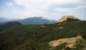 Montañas verdes con las nubes Imágenes de archivo libres de regalías