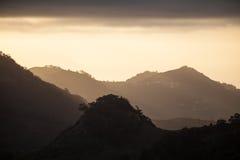 Montañas verdes de Anaga Luz y sombra El ir de excursión en el volcán Foto de archivo libre de regalías