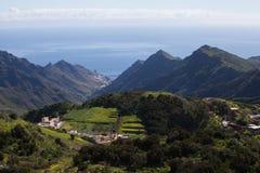 Montañas verdes de Anaga Luz y sombra El ir de excursión en el volcán Fotografía de archivo libre de regalías
