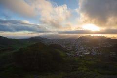 Montañas verdes de Anaga Luz y sombra El ir de excursión en el volcán Fotos de archivo libres de regalías