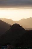 Montañas verdes de Anaga Luz y sombra El ir de excursión en el volcán Imagen de archivo libre de regalías