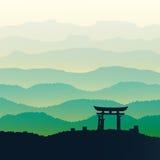 Montañas verdes en la niebla Fondo inconsútil Imagen de archivo