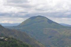 Montañas verdes hermosas foto de archivo libre de regalías