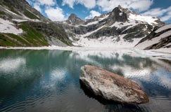 Montañas, viaje, naturaleza, lugar hermoso, lagos fotografía de archivo