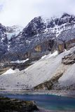 Montañas y acantilados Nevado Foto de archivo libre de regalías