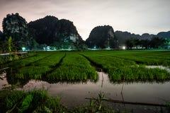 Montañas y campos del arroz de Vietnam septentrional en la noche foto de archivo libre de regalías