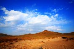 Montañas y cielo foto de archivo