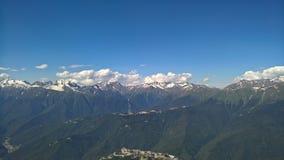 Montañas y cielo fotografía de archivo libre de regalías