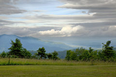 Montañas y cielo de Ridge azul imágenes de archivo libres de regalías