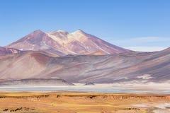 Montañas y colores en reserva nacional de los flamencos del Los Fotografía de archivo