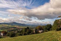 Montañas y cuestas escocesas de las laderas en otoño Fotos de archivo libres de regalías