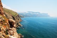 Montañas y el mar en Crimea Imagen de archivo libre de regalías